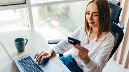 Повече от половината българи никога не пазаруват онлайн