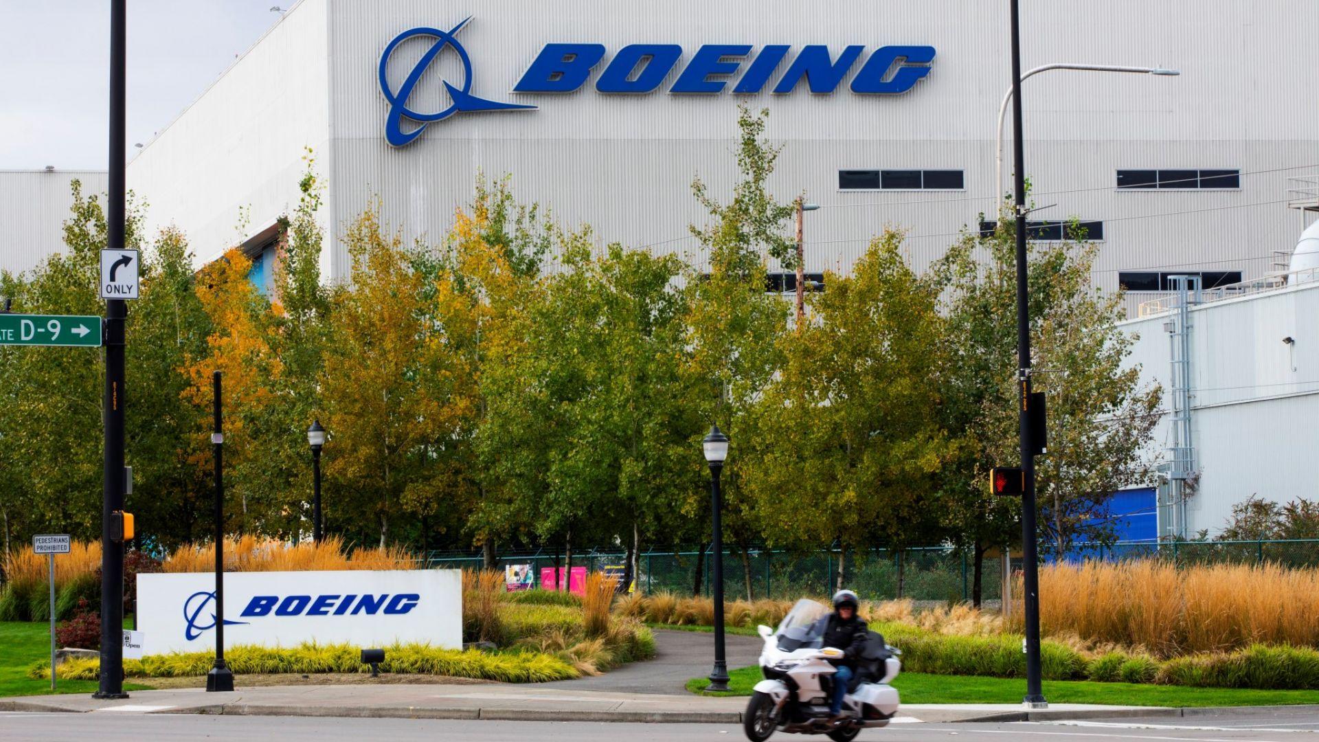 Дефект в недоставени 787 Dreamliner принуди Boeing да свие производството на модела