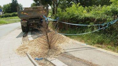 Мъж пропадна в дупка на неосветена велоалея във Варна, счупи си крака