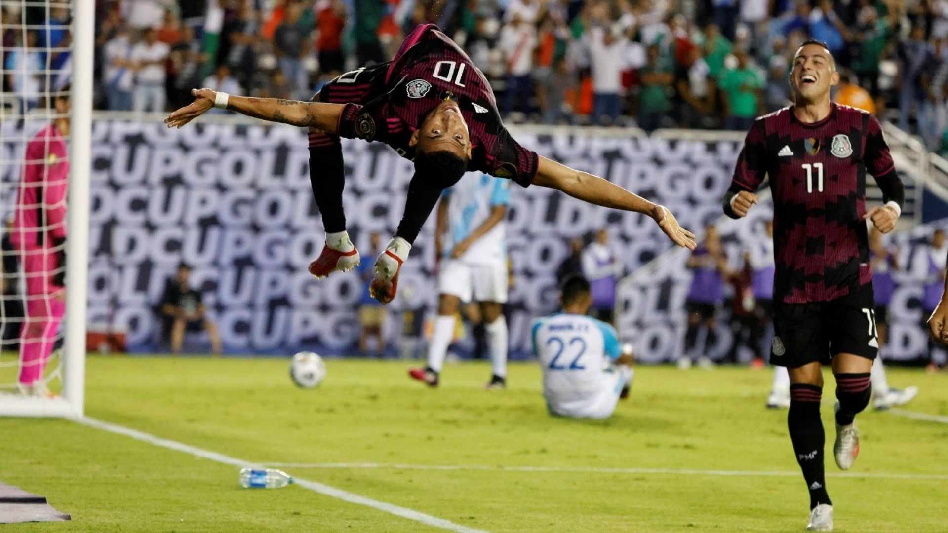 """Нежелан аржентинец донесе първа победа на Мексико на """"Голд къп"""""""