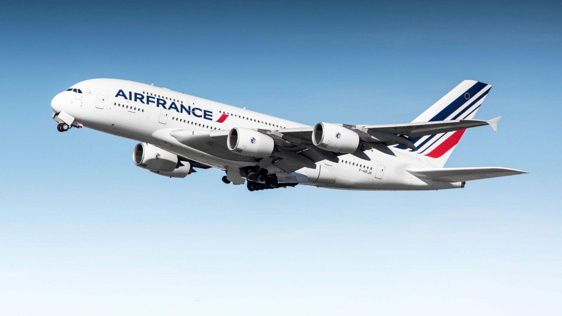На бордните карти на Air France ще пише: Готов за летене, тоест - здрав
