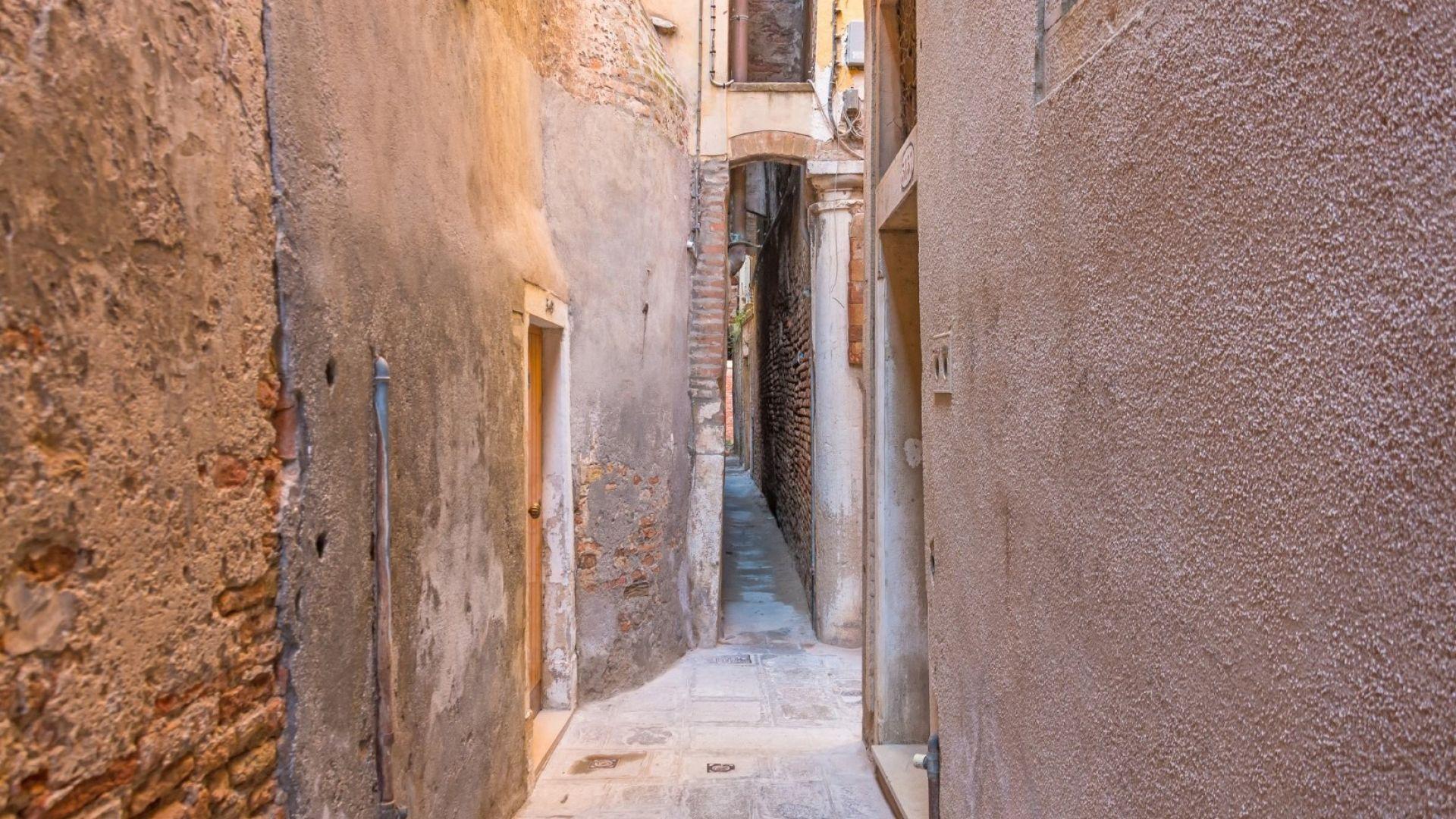 Да минете по най-тесните улички във Венеция (снимки и карта)
