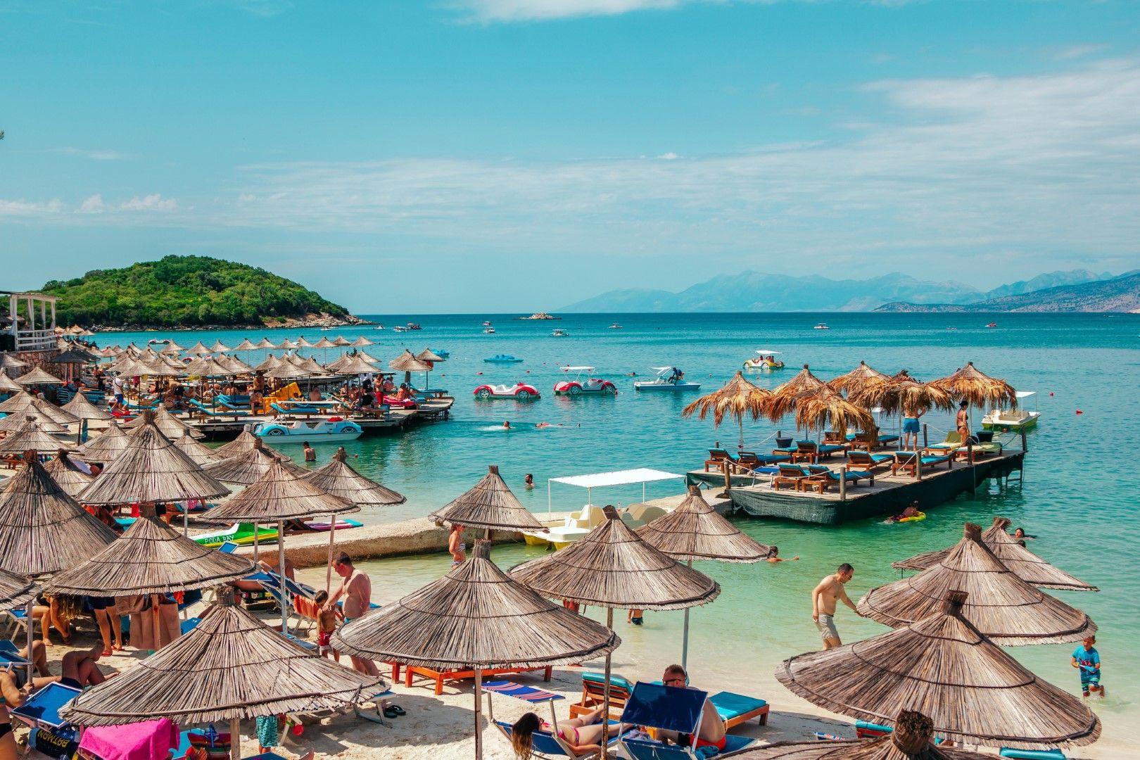 Плажът в Ксамил, Албания
