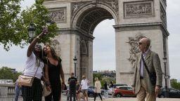 Подготовката за опаковането на Триумфалната арка по проекта на Кристо започна в Париж