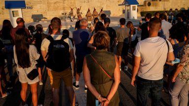 Гърция вгорчи живота на туристите с нови ограничения