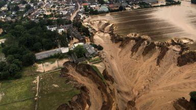 Бедствието от наводненията в Германия продължава - 133 са вече жертвите (снимки)