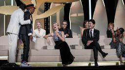 """Филмът """"Титан"""" е големият победител на 74-ия кинофестивал в Кан (снимки)"""
