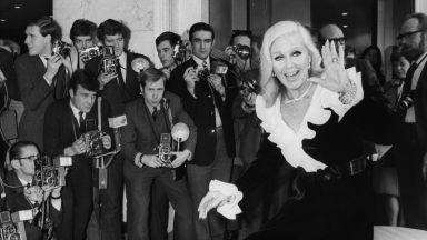 """Назад и на високи токчета, тя грабва """"Оскар""""-а в съревнование с Катрин Хепбърн"""