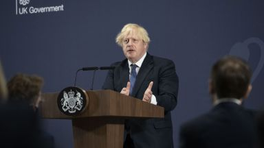 Джонсън смени външния министър: Бил на почивка, докато талибаните напредвали към Кабул
