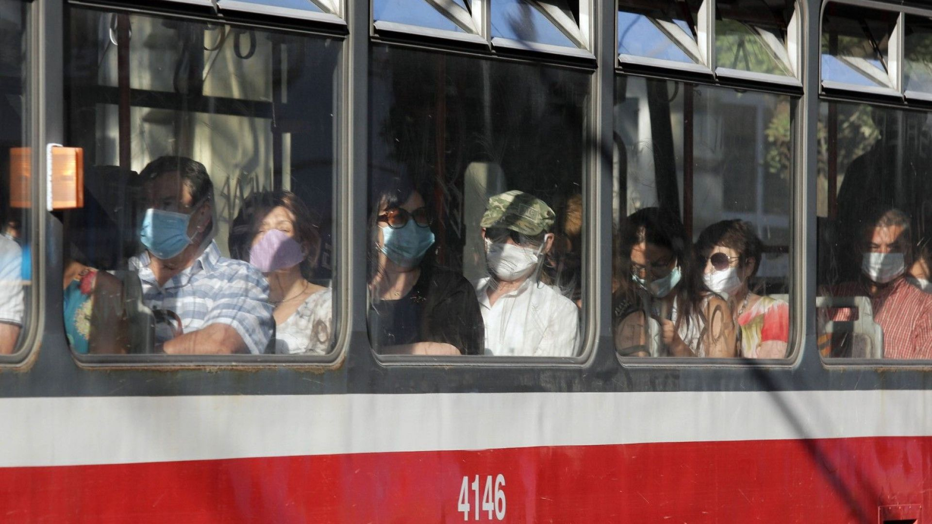 Масови проверки в градския транспорт в София за маски, глобата стига до 1000 лв.