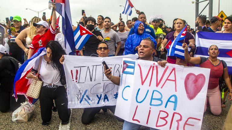 По-малко от седмица след като необичайна поредица от антиправителствени протести