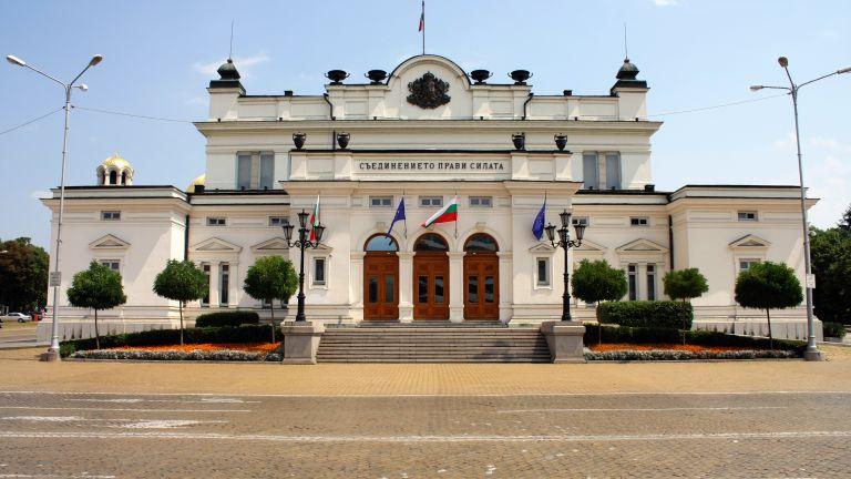 46-ият парламент ще заседава отново в старата сграда. За това