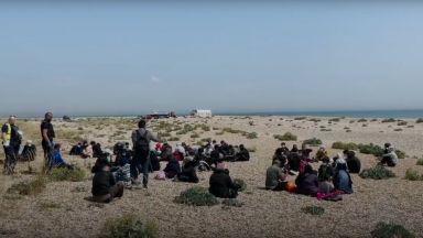 Рекорден брой мигранти прекосиха Ламанша за денонощие (видео)