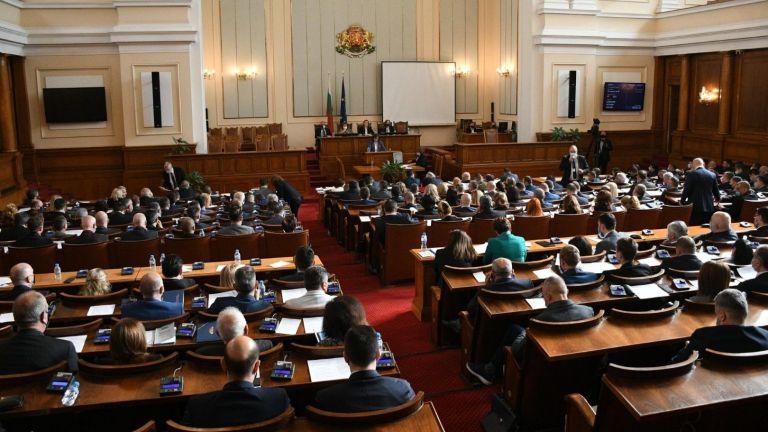 Парламентът изслушва днес премиера Стефан Янев за завареното от служебното