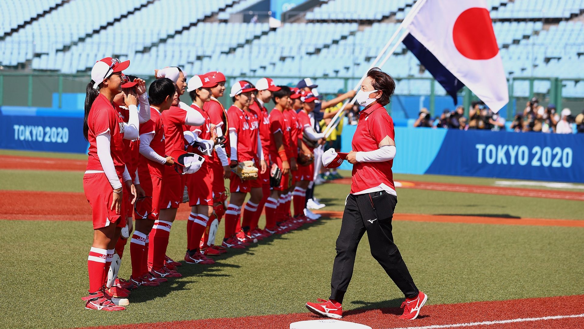 Олимпиадата започна на 294 км от Токио и с първото в историята си състезание без фенове