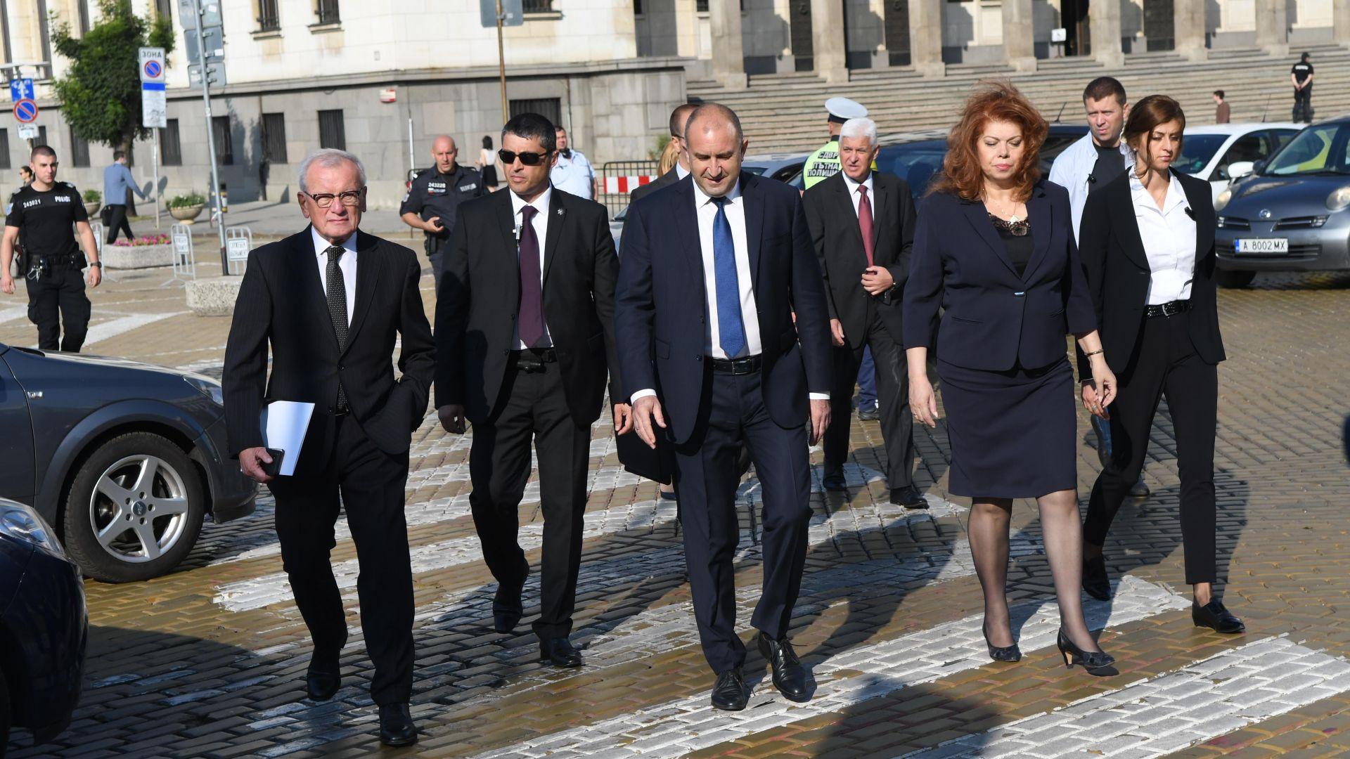 Радев: Днес е денят на надеждата, редовен кабинет трябва да продължи оздравяването на държавата