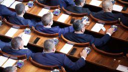 Депутатите отказаха да намалят заплатите си