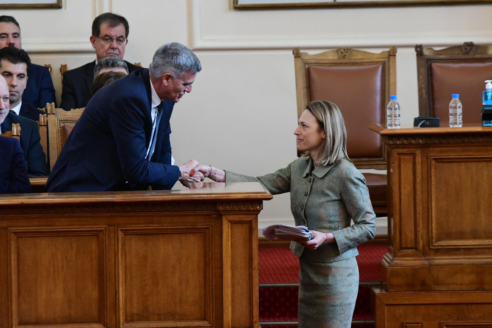 Ива Митева беше поздравена от служебния премиер Стефан Янев