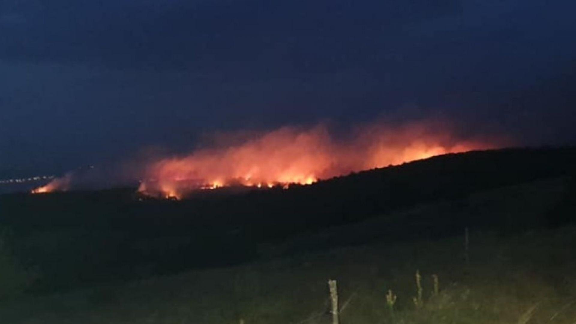 Голям горски пожар в труднодостъпен район на Източен Сакар