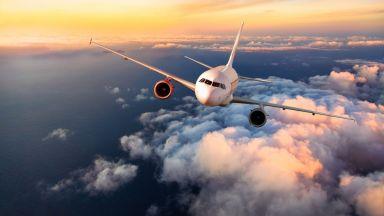 Мъж с коронавирус се дегизирал като жена си, за да се качи на самолет