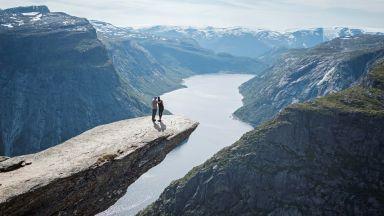 Най-прочутата скала в Норвегия става сватбена площадка