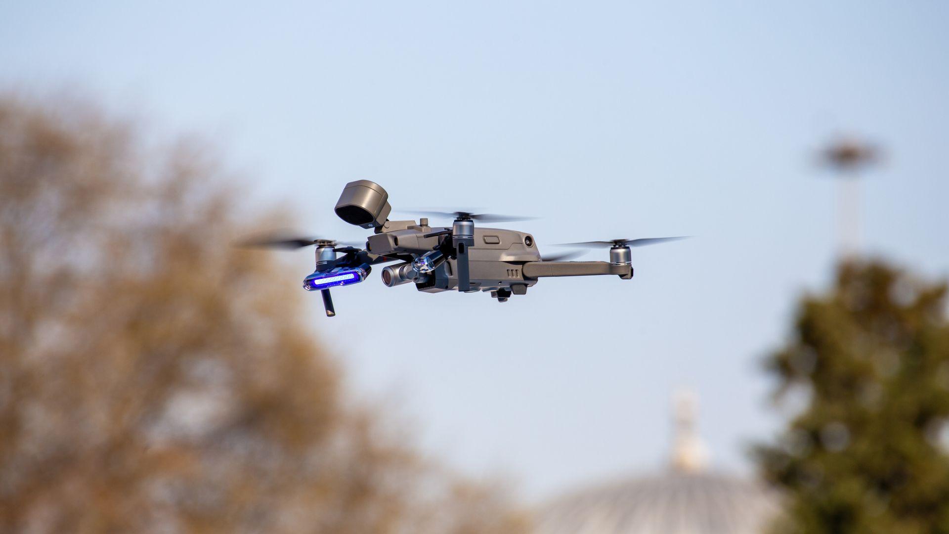 Обучиха дрон да лети в непозната местност без да се блъсне никъде
