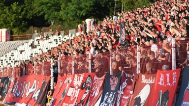 Пускат фенове на стадионите в София, но само със зелен сертификат