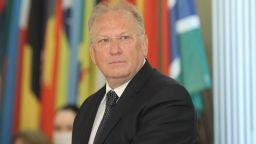 Външният министър поиска по-широка рамка за маневри при преговорите със Скопие