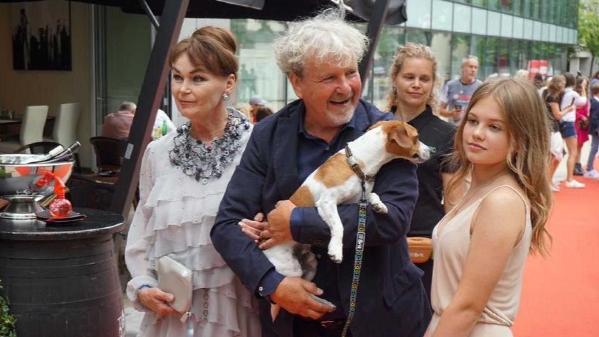 Кучета дефилираха на червения килим в Чехия на премиерата на филм за спасяването на четириногите
