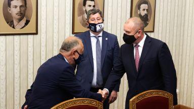 """""""Демократична България"""": Кабинетът трябва да стъпи върху парламентарна формула с гръб"""