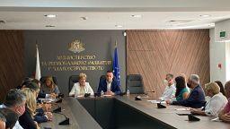 Комитова успокоява фирмите, че ще им се плати за пътни ремонти и чистене