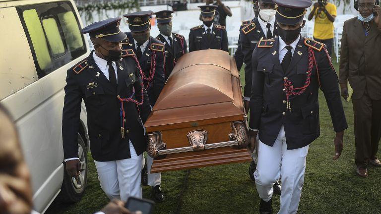 Убитият президент на Хаити Жовенел Моиз беше погребан днес -