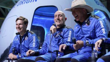 Не признаха Безос и Брансън за астронавти