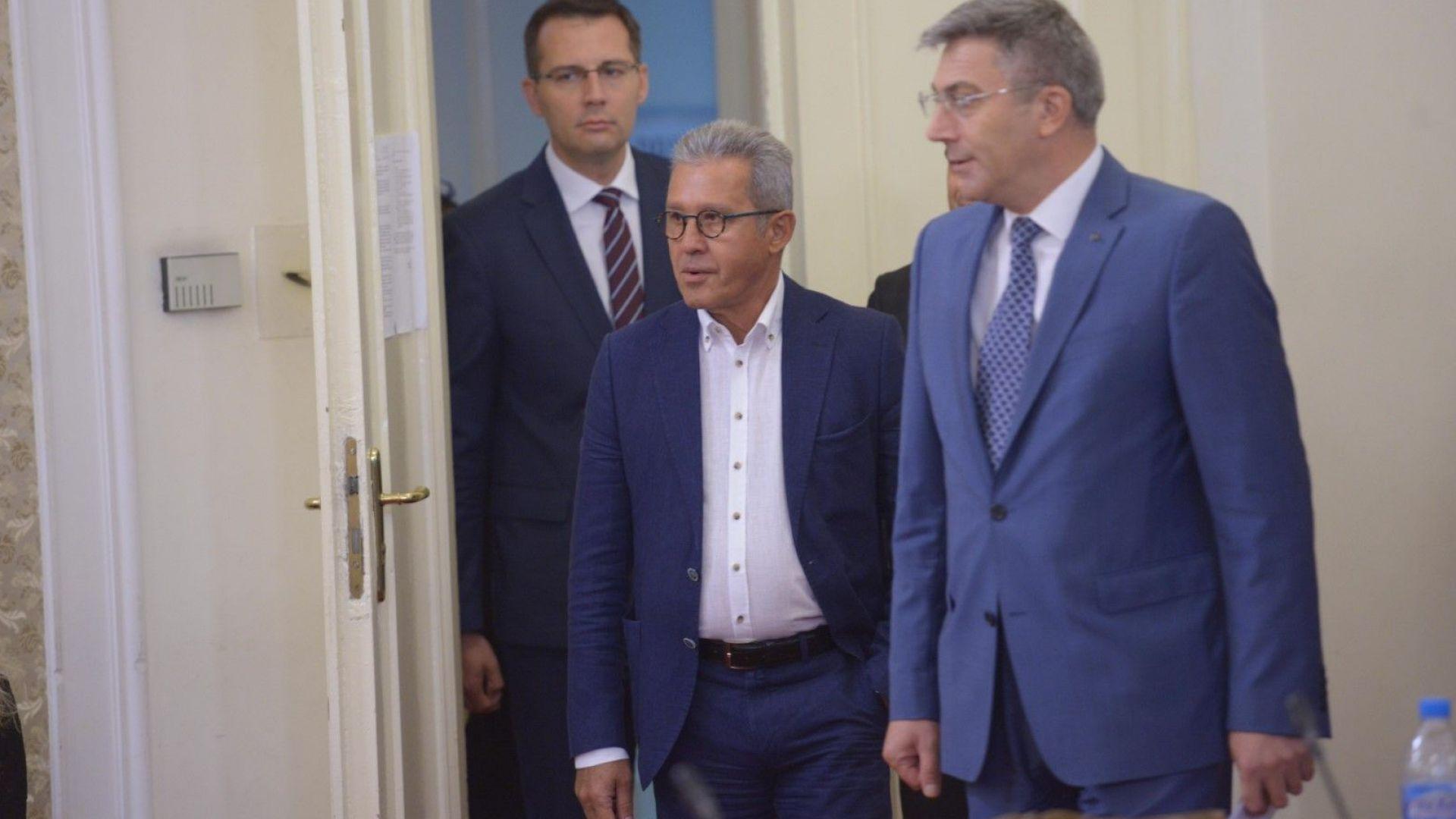 Йордан Цонев: Ние сме зрители в преговорите за кабинет, виждаме политическа немощ