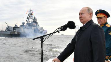 Путин на военноморския парад: Русия е в състояние да открие всякакъв противник и, ако се наложи, да му нанесе удар