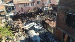 Пожар засегна няколко къщи в Пловдив, жители пречеха на гасенето