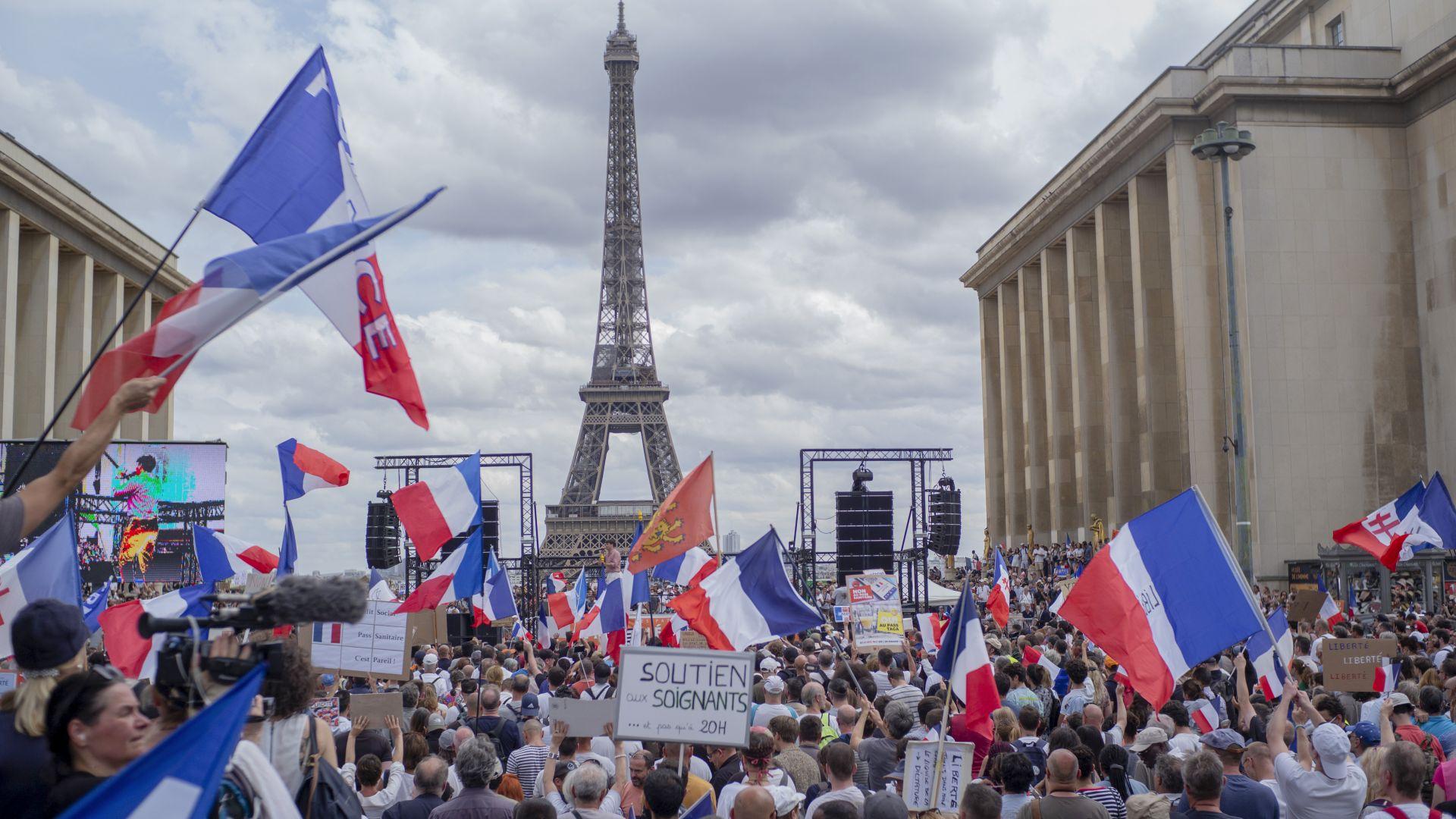 Ваксина срещу достъп, работа и заплата: Франция прие още по-строг здравен пропуск