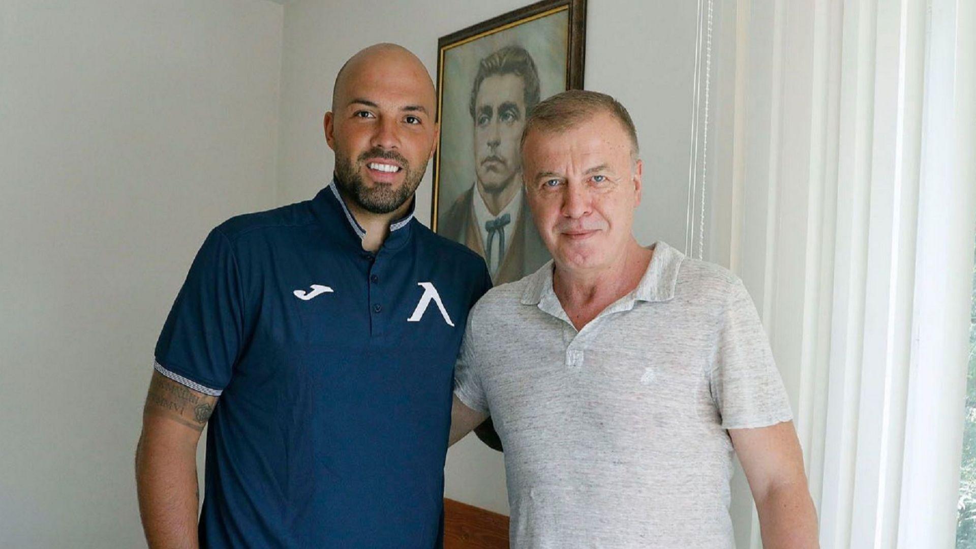 """Ники Михайлов изпълни условието на Сираков и отново подписа с """"Левски"""""""