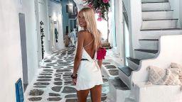 Натали Трифонова съблазнява от Миконос в малка бяла рокля