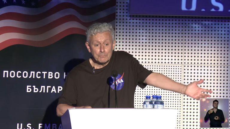 Президентът на Атлантическия клуб в България, Соломон Паси, смята, че скоро ще имаме трети български космонавт