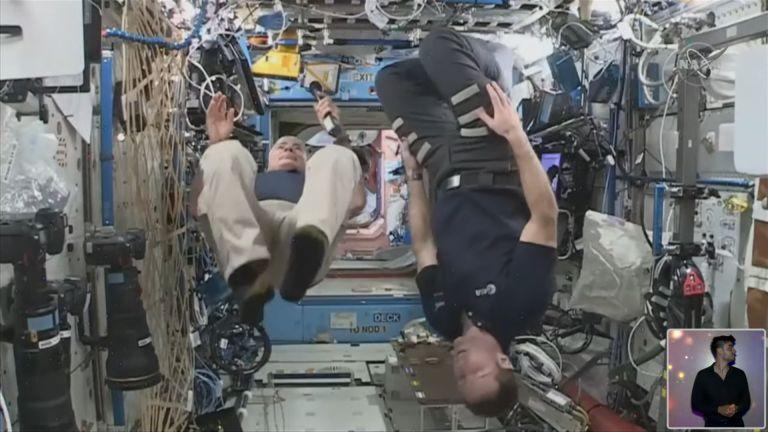 Астронавтите демонстрираха ефектите на микрогравитацията