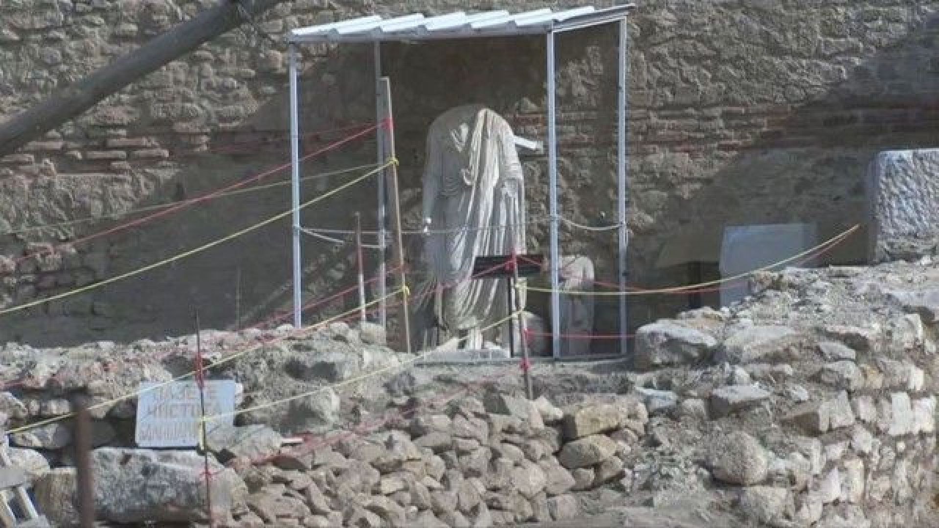 Откриха уникална мраморна статуя край Рупите