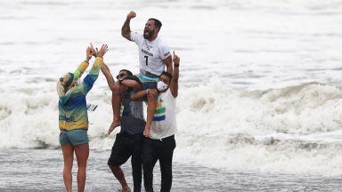 Бразилец е първият олимпийски шампион в сърфа
