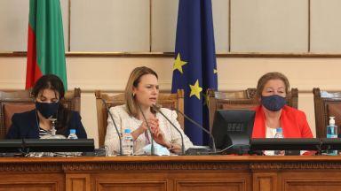 Депутатите спорят за предложението на Ива Митева заседанията да са през седмица