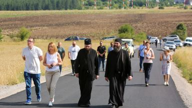 Фандъкова инспектира път: Не знам защо министър Пеканов води битка със Столична община (снимка)