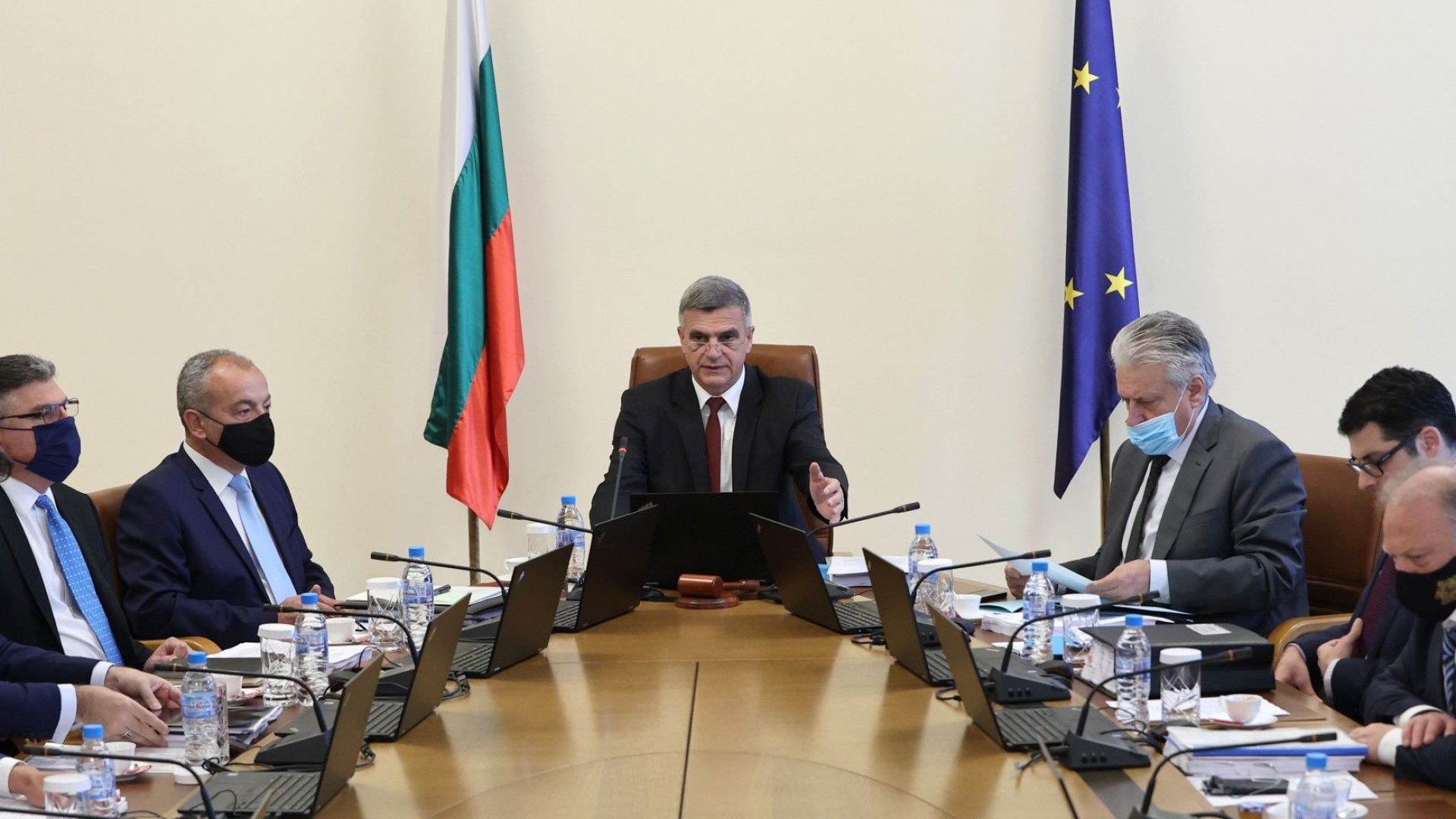 Стефан Янев: Хората имат право да знаят кой реди правителството на ИТН