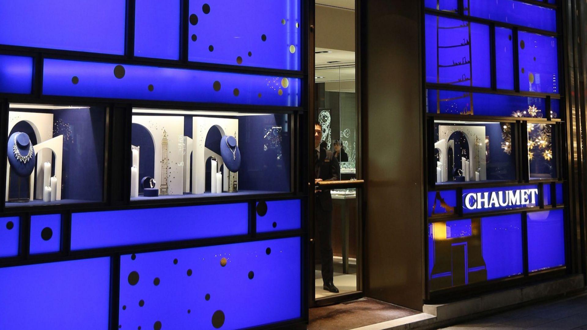 Въоръжен ограби парижка бижутерия и избяга на тротинетка с накити за над $2 млн.
