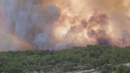 Десетки ранени и хиляди евакуирани при голям пожар в Анталия (снимки, видео)