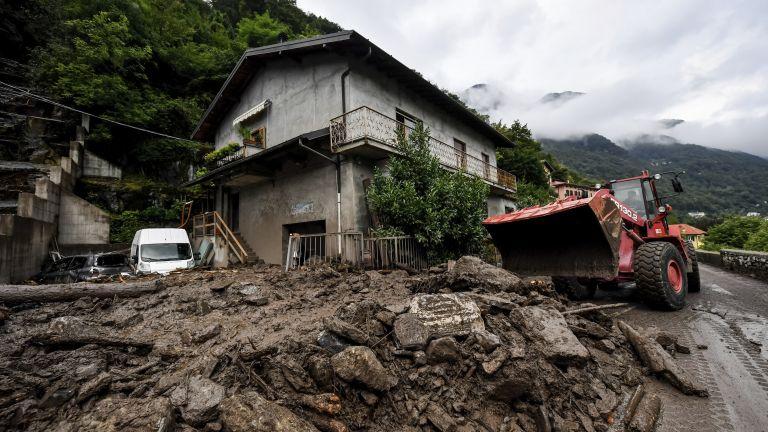 Аварийно-спасителни екипи участваха в десетки операции в Северна Италия, след