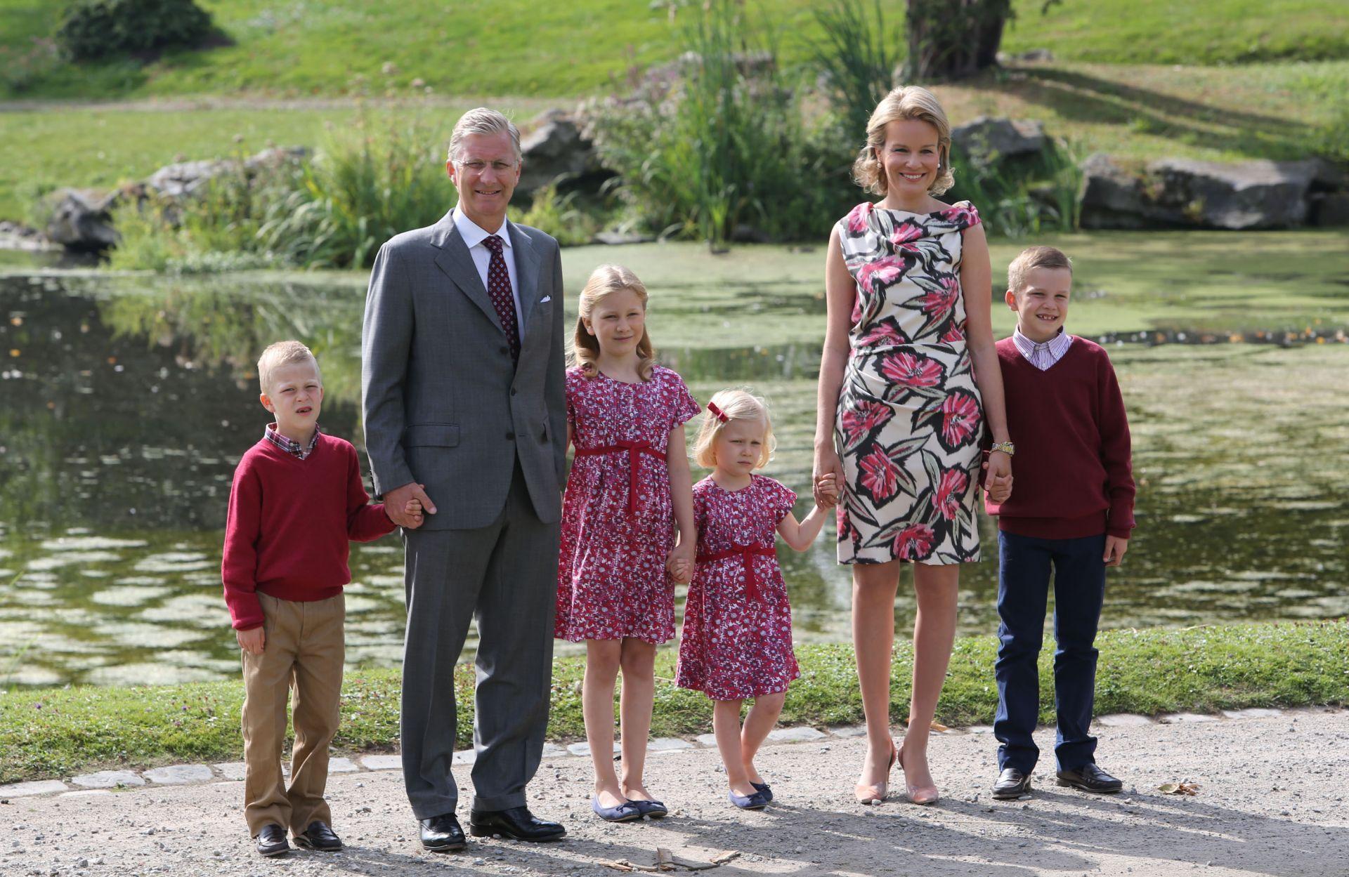 Крал Филип и кралица Матилде с децата си